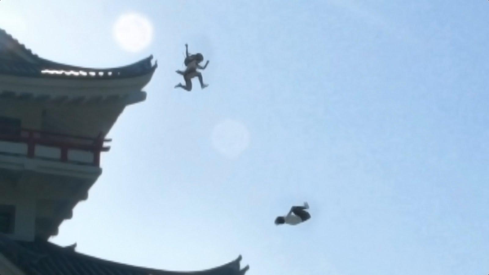 【世界で話題に!!】忍者女子高生 | 制服で大回転 | japanese school girl chase #ninja